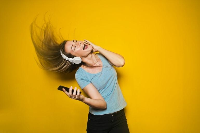 escute música para estimular a criatividade