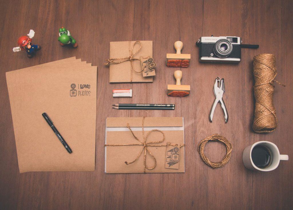foto de vários materiais para escritório personalizado