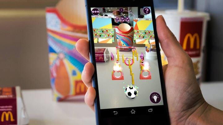 foto de campanha de realidade aumentada em embalagens do mcdonalds